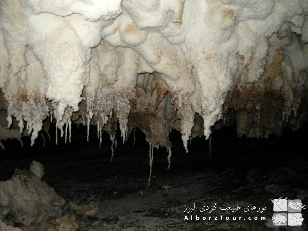 غارهای نمکی قشم